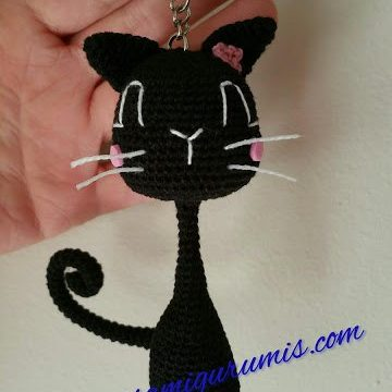 gatto dal collo lungo